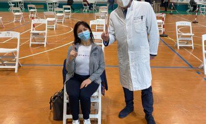 Verano,  centro vaccini al palazzetto: la prima è una prof