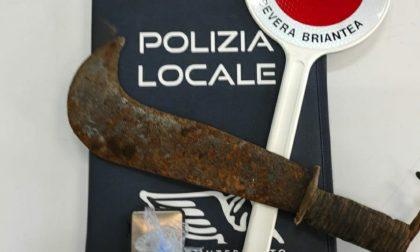 Sequestrati cocaina e un altro machete: la Polizia locale dichiara guerra ai pusher