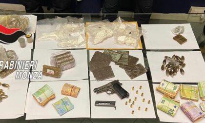 Droga in auto, a casa anche soldi e una pistola: in carcere un 30enne