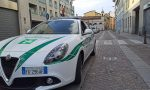 Controlla un'auto: aggredito agente della Polizia locale