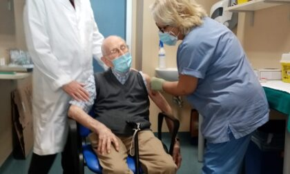Vaccino, mandati appuntamenti a tutti gli anziani
