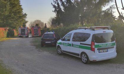 Incendio negli orti: sul posto pompieri, ambulanza, carabinieri e vigili