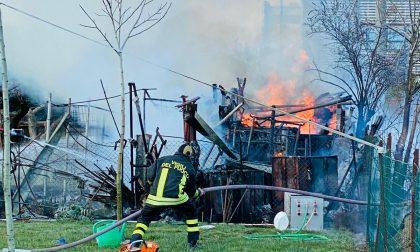 Incendio negli orti di Concorezzo: ecco le foto