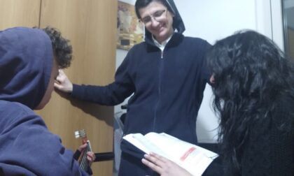 Carate Brianza, l'oratorio Agorà dona tablet a Villaluce