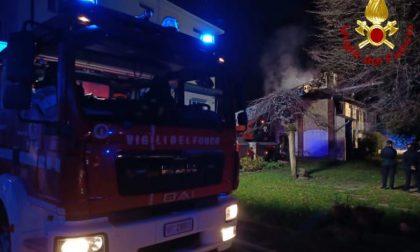 Incendio in un box, pompieri a Bovisio Masciago