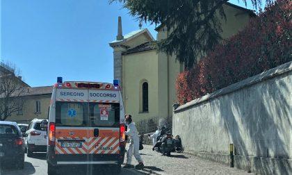 Cade in scooter, ferito motociclista a Carate