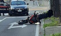 Gravissimo incidente tra una moto e l'auto della Polizia Locale