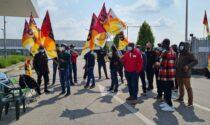 Sciopero alla Tagliabue, alta tensione al presidio dei manifestanti