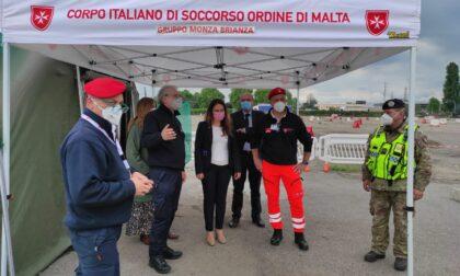 """L'assessore regionale in visita nel centro di viale Stucchi a Monza, dove il vaccino è """"drive through"""""""