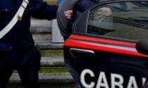 Picchia i genitori per anni e viola l'obbligo di non avvicinarsi, arrestato