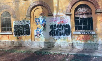 Sorpreso a imbrattare storica cascina del Parco: 24enne nei guai