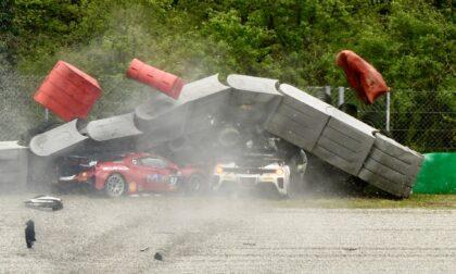 Ferrari Challenge, meteo ballerino e incidenti nella domenica di gare in Autodromo