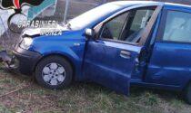 Scene da film in Brianza: salta fuori dall'auto in corsa per sfuggire ai Carabinieri