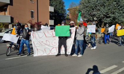 """Corteo dei migranti in Brianza, Capitanio (Lega): """"Protesta assurda, usiamo i soldi per le imprese e non per tollerare la clandestinità"""""""