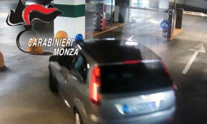 Tradito dal lampeggiante sull'auto, giovane falsario arrestato