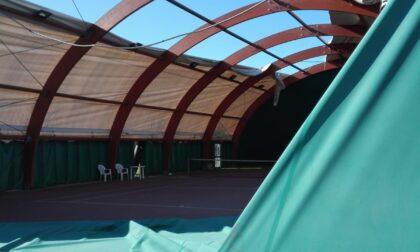 Le foto del campo da tennis scoperchiato dal vento