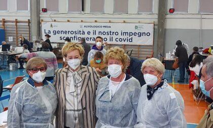 """L'assessore regionale Moratti in visita al centro vaccinale di Meda """"Un esempio di generosità e impegno"""""""