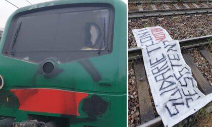 Teppisti bloccano un treno della S9 e aggrediscono il macchinista con lo spray