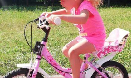 """L'appello di una bimba ai ladri: """"Riportatemi la mia bicicletta"""""""