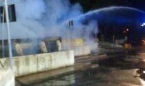 Due container a fuoco, arrivano i Vigili del Fuoco