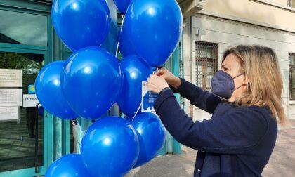 Autismo, in città un'invasione con tantissimi palloncini blu