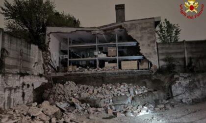 Crollata la parete esterna di un deposito a Monza