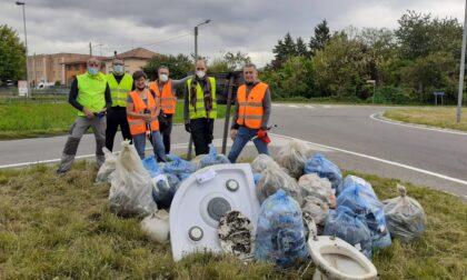 """I """"Demas da fa"""" fanno il bis a Meda, raccolti 35 sacchi di rifiuti"""