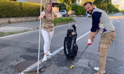 """""""Buche in strada come un campo da golf"""""""