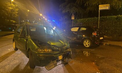 Scontro tra due auto, tre giovani in ospedale