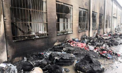 Misinto, incendio in un capannone. Cinque squadre dei Vigili del fuoco al lavoro