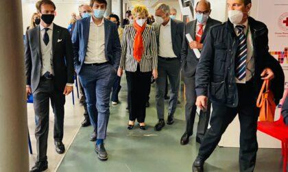 Assessore al Welfare e consiglieri regionali in visita all'hub vaccinale di Monza