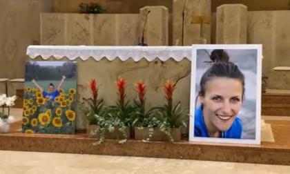 Commozione alla veglia per Francesca Fumagalli, morta dopo un incidente ad Arcore