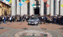A Seregno i funerali di Nicolò Grillo, morto a 26 anni dopo un incidente in moto