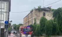 La pioggia fa crollare una parte di tetto di uno stabile abbandonato