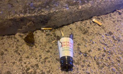 Tenta di colpire due agenti di Polizia con un coccio di bottiglia