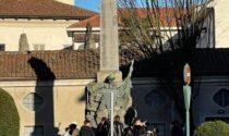 Al monumento ai Caduti colpo di spugna al degrado