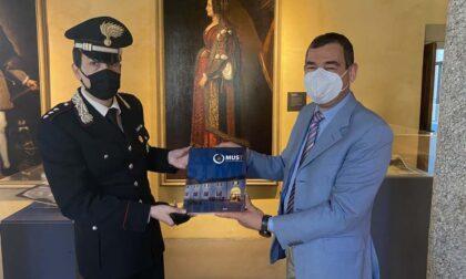 Il comandante dona al Museo due pubblicazioni sulla storia dell'Arma dei Carabinieri