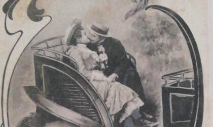 Spuntano cartoline d'amore legate a Villa Reale