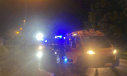 Grave incidente tra auto, intervengono automedica e Vigili del Fuoco