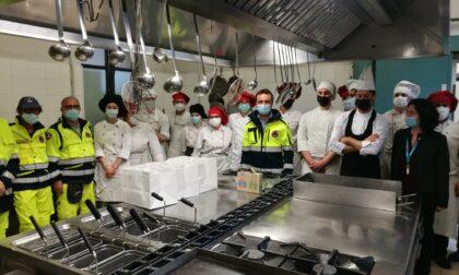 Gli studenti dell'Olivetti preparano pasti caldi per medici, infermieri e volontari degli hub vaccinali