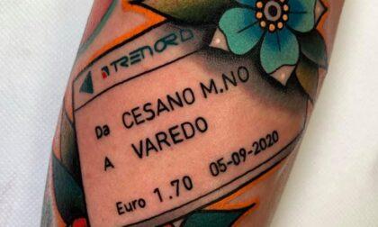 Un biglietto del treno come tatuaggio in ricordo del nonno
