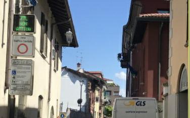 """Ztl a Vimercate: in sette giorni la telecamera """"sanziona"""" più di cento automobilisti"""
