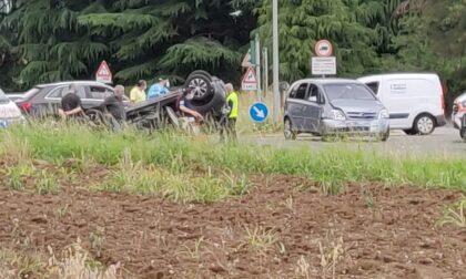 Drammatico incidente, auto si ribalta