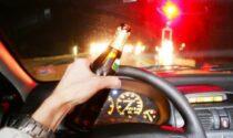 Alla guida ubriaca con un tasso di alcol da coma etilico, provoca un  frontale
