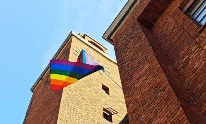 Bandiera arcobaleno esposta fuori dal Municipio, è polemica a Villasanta