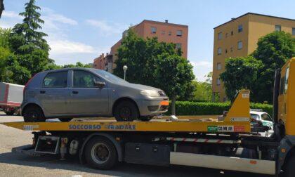 Oltre sessanta auto abbandonate a Brugherio: scatta la  rimozione