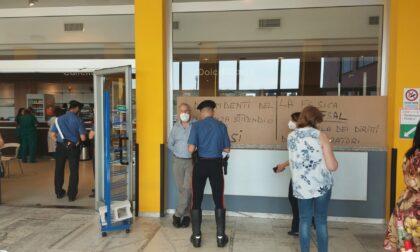 Il bar dell'ospedale apre tra le polemiche, terzo giorno di sciopero per il contratto ridotto: raccolte oltre 300 firme