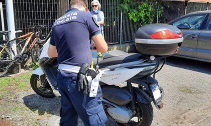 Motociclista ferito dopo lo scontro con un'auto