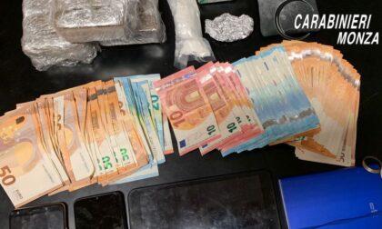 E' ai domiciliari ma continua a spacciare da casa: i Carabinieri gli sequestrano droga e soldi (nascosti nel freezer)