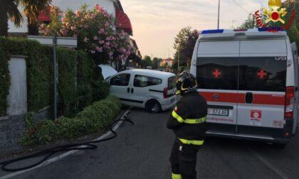 Vigili del fuoco e ambulanza per un incidente a Lazzate
